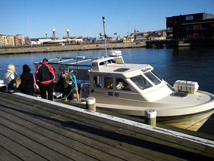 Eriksbergsbor får besök av fiskebåten Skalman